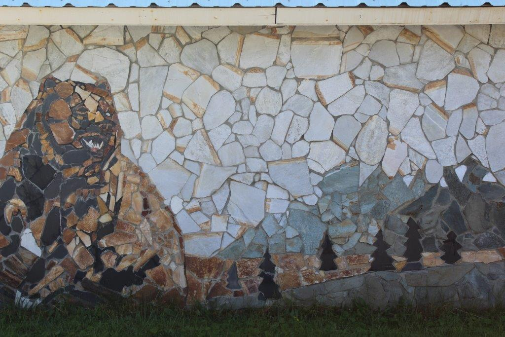 Grizzly Bear Stone Mural